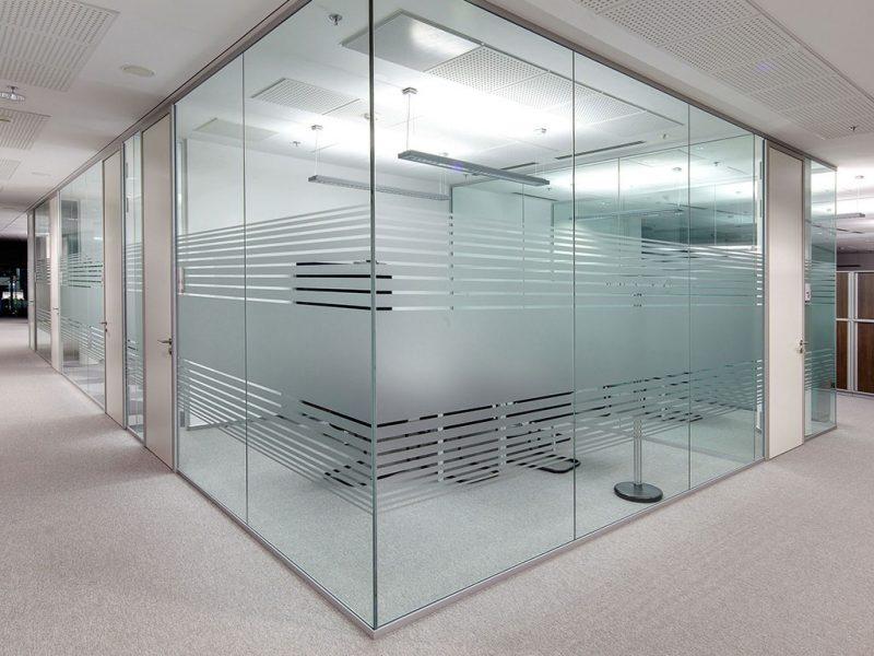 Ofis Cam Bölmelerinde Kurumsallığın Simgesi